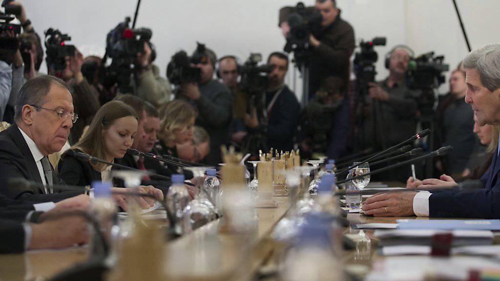 Grosse Differenzen zwischen Russland und den USA: Bei den Themen Syrien- und Ukraine-Krise suchen Lawrow (l.) und Kerry, die Positionen beider Länder anzunähern.