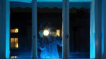 Fensterbohr-Einbrecher versuchen ihr Glück gern bei Wohnungen und Häusern. (Symbolbild)