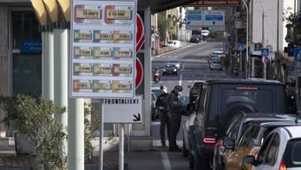 Systematische Grenzkontrollen am Zoll Chiasso-Strada aufgrund des Coronavirus und der Situation in Italien.