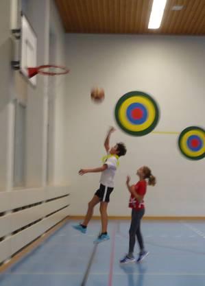 Spannende Szenen beim diesjährigen Basketballturnier der Bezirksschule Brugg