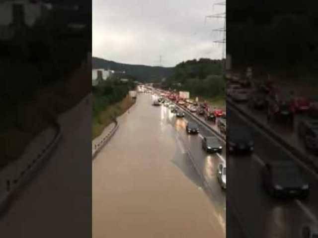 Hochwasser auf A1 bei Oftringen
