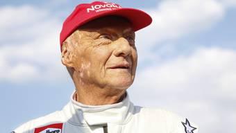 Nach einer Lungentransplantation ist Ex-Rennfahrer Niki Lauda wieder zuhause und auf dem Weg der Besserung. (Archivbild)