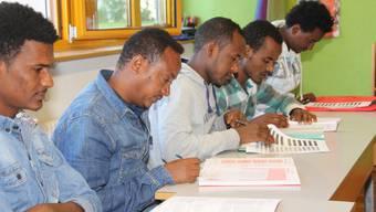 Die Asylsuchenden bekommen im reformierten Kirchgemeindehaus in Menziken Deutschunterricht.