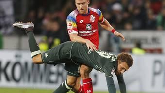Im Zweikampf mit Mönchengladbachs Fabian Johnson obenauf: der Mainzer Torschütze Christian Clemens
