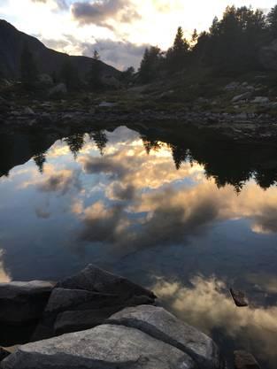 Wunderschöne Stimmung am Mässersee im Binntal (VS).