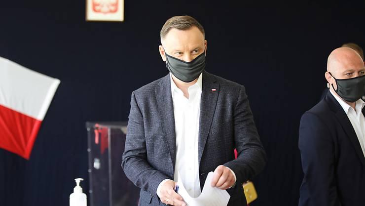 Der von der nationalkonservativen Regierungspartei PiS gestellte Amtsinhaber Andrzej Duda (Mitte) gilt Umfragen zufolge als Favorit.