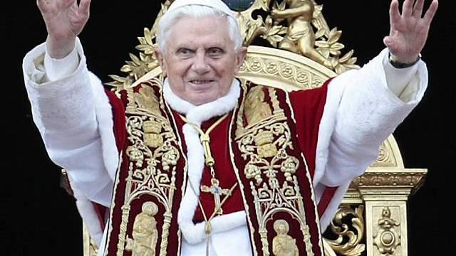 Papst spendet Segen Urbi et Orbi