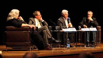 Engagierte Diskussionsrunde im Landhaus zum Thema Religion (v. l.): Reta Caspar, Freidenkerin, Matthias Zeindler, Theologe, Moderator Werner van Gent und Imam Sakib Halilovic (Zürich).  Felix Gerber