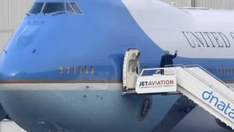 Ein Winken zum Abschied: US-Präsident Donald Trump hat am Mittwochnachmittag die Schweiz verlassen. Seine Teilnahme am WEF dauerte eineinhalb Tage.