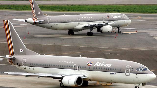 Ein Flugzeug der Gesellschaft Asiana entkommt dem irrtümlichen Angriff durch südkoreanische Soldaten (Symbolbild)