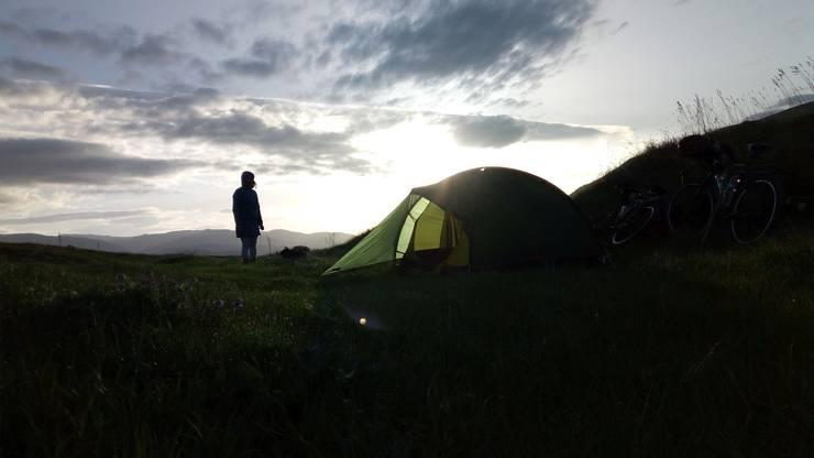 Wenn es geht, übernachten die Weltenbummler im Zelt.
