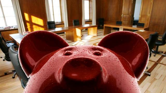 Die Aargauer Regierung setzt das Sparschwein an.