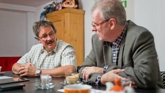 Roland Agustoni (GLP, links) sass 23 Jahre im Grossen Rat – lange Zeit zusammen mit Daniel Vulliamy (SVP); das Bild zeigt die beiden bei einem Streitgespräch um die Einführung des Einwohnerrates 2014.
