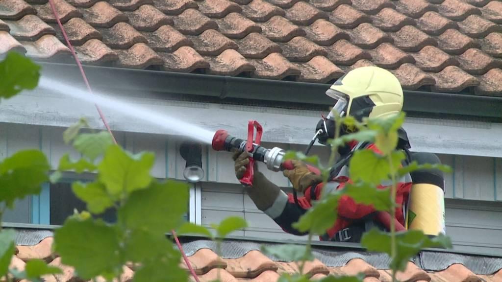 Wallisellen: Hoher Sachschaden nach Brand in Reiheneinfamilienhäusern