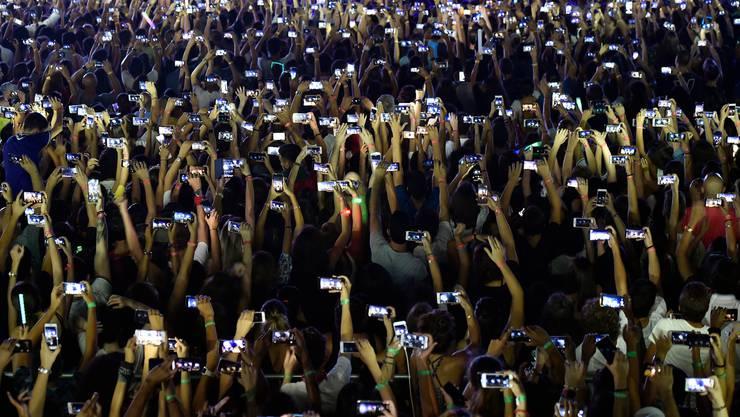 2010 hatten 350 Millionen Menschen ein Smartphone - jetzt 3,5 Milliarden
