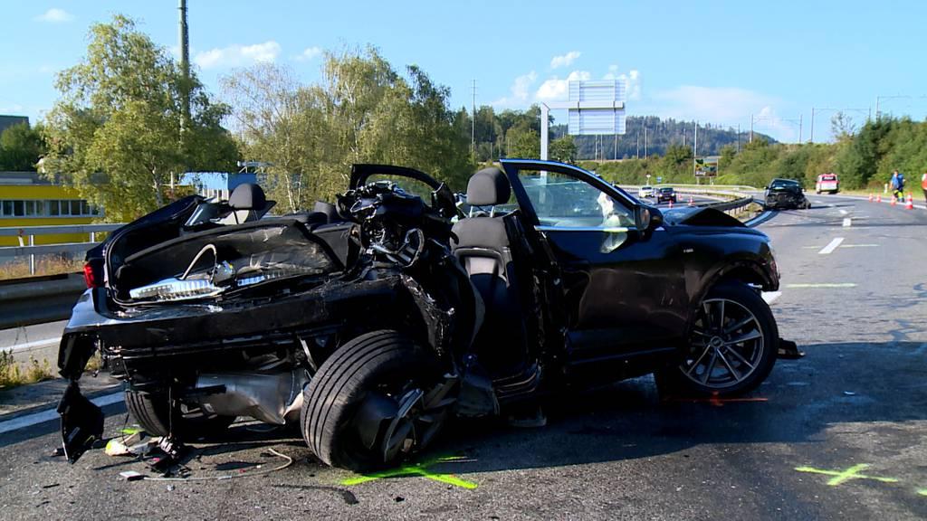 Sechs Verletzte bei schwerem Verkehrsunfall auf der A4