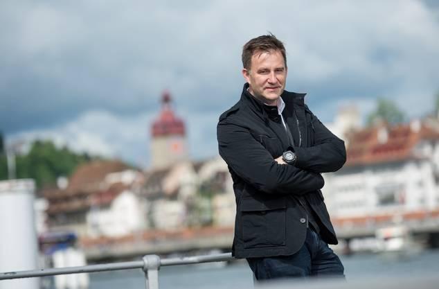Sascha Ruefer: Moderator sportaktuell, sportpanorama, sportlive, Super League – Goool | Kommentator Beachvolleyball, Fussball, Skispringen