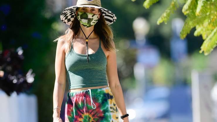 On Pullis, Jeans oder Schuhe: Hippie-Kleider sind wieder trendig.