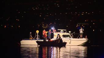 Bei der Explosion auf einem Boot auf dem Zürichsee bei Bäch SZ sind am Donnerstagabend zwei Menschen verletzt worden.