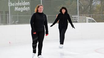 Derzeit kurven erst wenige Besucher über das Eis in Rheinfelden.