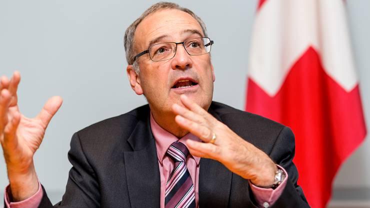 Bundesrat Guy Parmelin während des Interviews in seinem Büro im frisch renovierten Bundeshaus Ost.
