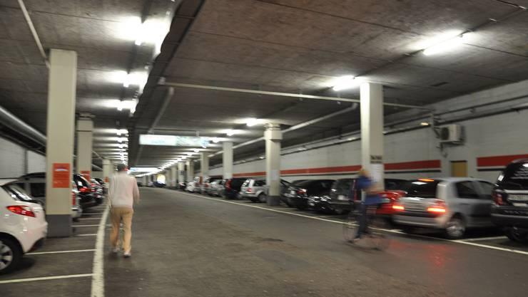 Tunnelgarage heute: Velofahrer nutzen die Abkürzung trotz Fahrverbot. cru