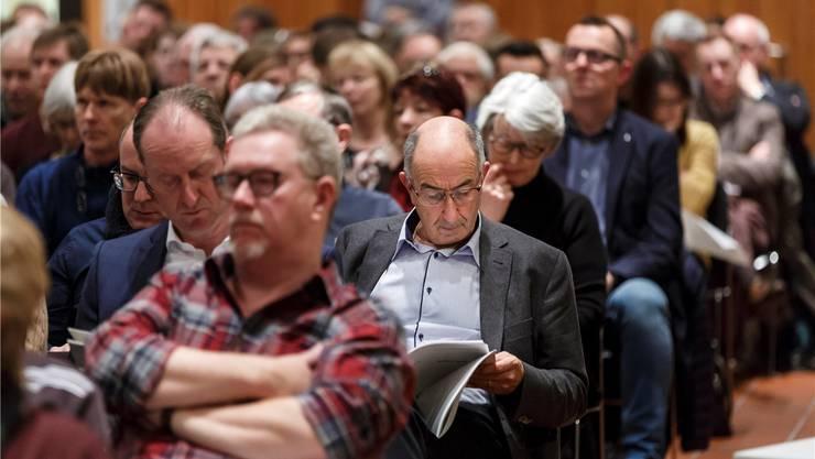 An Gemeindeversammlungen sind selten junge Menschen zu sehen (Symbolbild).