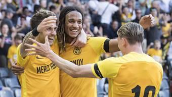 Dem Meistertitel entgegen: Die Young Boys Miralem Sulejmani, Kevin Mbabu und Christian Fassnacht (v.l.) jubeln über einen Treffer gegen Lausanne.