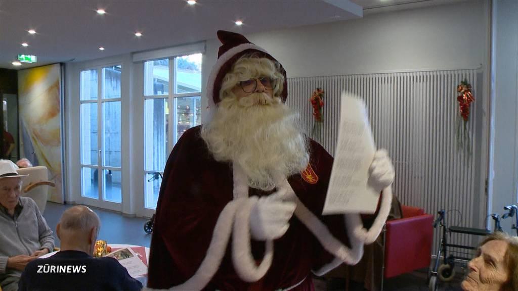 Samichlaus zu Besuch im Pflegezentrum Riesbach