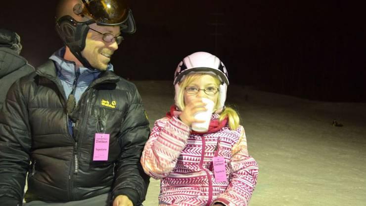 Vater Bastian Bukatz und Tochter Maja nach der Abfahrt.
