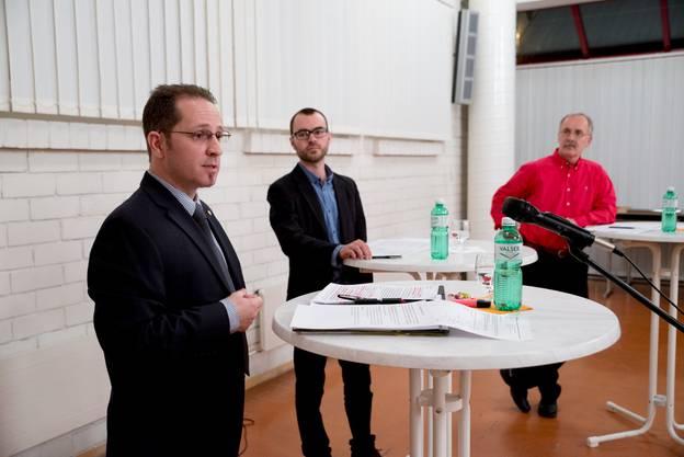 Carlo Rüsics spricht zu den Anwesenden