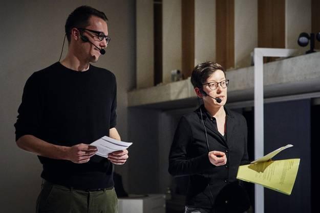 Die Redaktoren Benjamin Ryser und Salome Egloff bei der Präsentation der Badener Neujahrsblätter 2020.