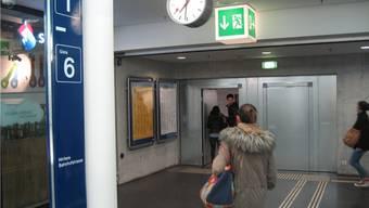 «Wie stark darf die Stadt Aarau den Bahnhof mitbenutzen?», will Heinz Suter von der SVP wissen.