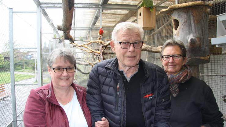 Caterina und Walter Ferndriger dürfen auch auf die Mithilfe ihrer Nachbarin Roswitha Marti (r.) zählen.
