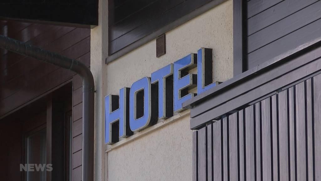 Mit Bändeli oder Smiley-Kleber ans Frühstücksbuffet: Hotelleriesuisse begrüsst das Markieren von Gästen mit Zertifikat