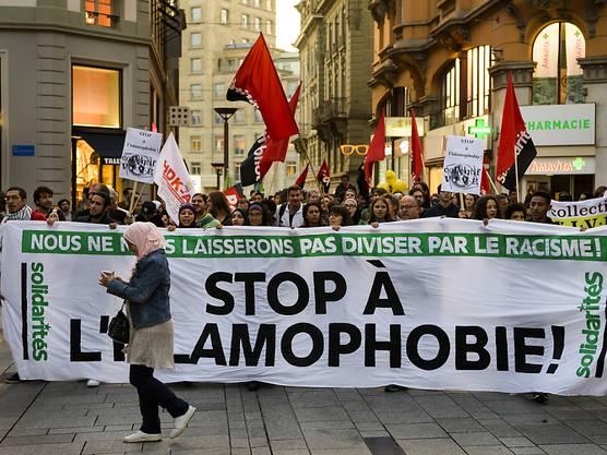 Dem Protestmarsch schlossen sich Menschen aller Konfessionen an.