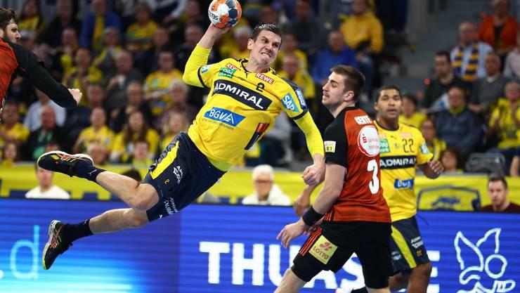 Der Chef bei den Rhein-Neckar Löwen: Andy Schmid - hier im Spiel gegen die TSV Hannover-Burgdorf - setzt sich durch.