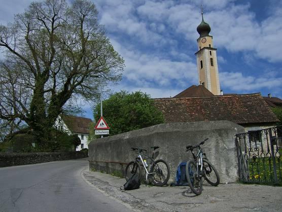 Zweitägige 200-Kilometer-Radtour dem Rhein entlang