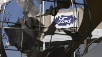 Der Autokonzern Ford plant die Investitionen in selbstfahrende Autos zu verdreifachen. (Archiv)