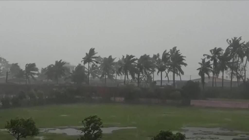Zyklon nähert sich Indien und Bangladesch