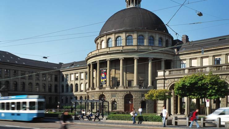 Die ETH Zürich schneidet in 13 Studiengängen im neuen QS-Hochschulranking unter den Top 10 weltweit ab. Nur sechs andere Universitäten in den USA und Grosbritannien haben mehr Top 10-platzierte Studiengänge, darunter Cambridge, Harvard und Oxford. (Archivbild)