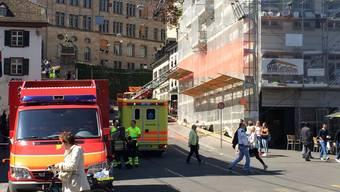 Die Feuerwehr im Einsatz am Basler Barfüsserplatz.