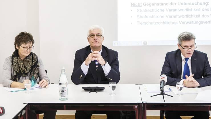 Sie stellten sich der Presse: Kantonstierärztin Doris Bürgi, der externe Experte Michael Hässig und Peter Studer, der Chef des kantonalen Rechtsdienstes.