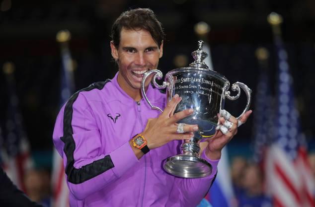 Rafael Nadal ist Roger Federer dicht auf den Fersen.