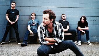 Pearl Jam mit Sänger Eddie Vedder im Vordergrund.