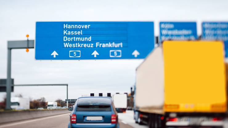Ab 2016 muss man für die Benützung deutscher Autobahnen eine Gebühr bezahlen. Colourbox