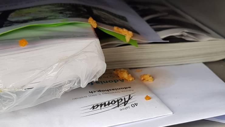 Beschädigte Lamellen und gespucktes Essen im Briefkasten auf dem Schulareal (Kindergarten).