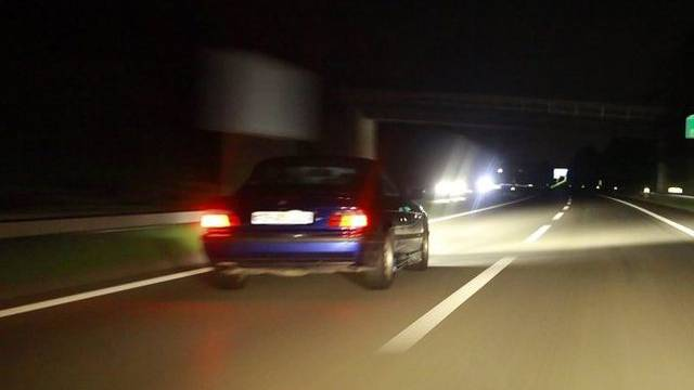 Das Navigationsgerät forderte einen deutschen Autofahrer auf zu wenden (Symbolbild)