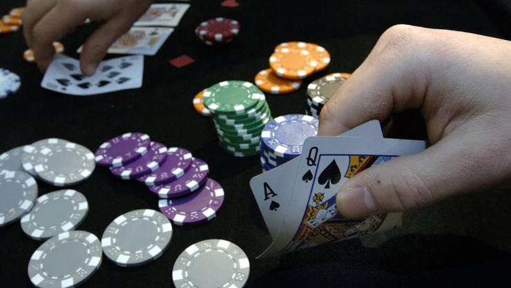 Auch ausserhalb von Casinos soll Pokern um Geld legal werden.
