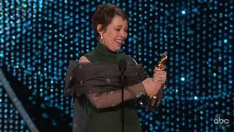 Mit Tränen und Humor hat Olivia Colman auf ihren Oscar reagiert.